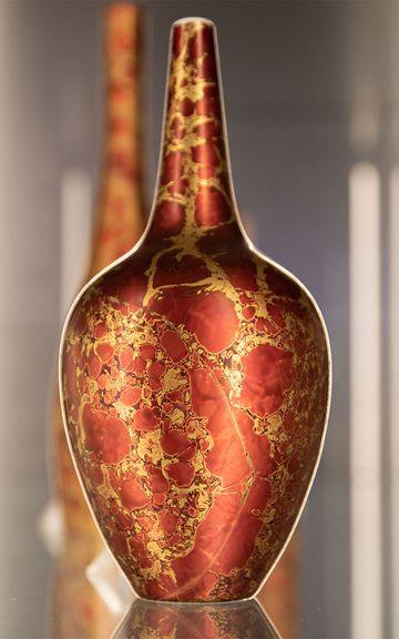 Vase, Form Hans Wohlrab 1955, Modellnummer 2697, Dekor Lamina Rot, 1971, Rosenthal AG, ©Porzellanikon, Foto: Andreas Gießler