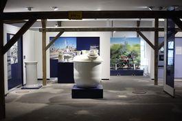 Blick in die Ausstellung, ©Porzellanikon, Foto: Fotostudio Reinhard Feldrapp, Naila