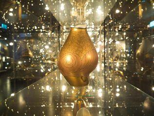 """Vase in the exhibition """"Glanzlichter"""", ©Porzellanikon"""
