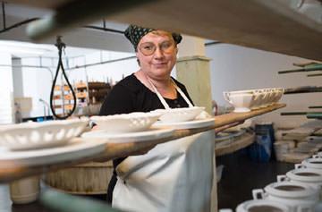 Porzellanherstellung in historischen Fabrikgebäuden