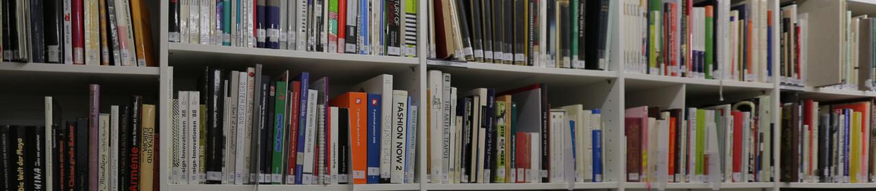 Die größte deutsche Fachbibliothek für Porzellan im Porzellanikon Selb