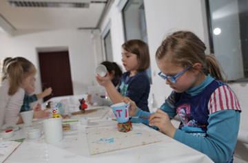 """Kreativteil beim Kindergeburtstag """"Dr. Porzellanius"""""""