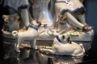 """Blick in die Ausstellung  """"Unendliche Liebe in Porzellan – Von Tradition inspiriert"""""""