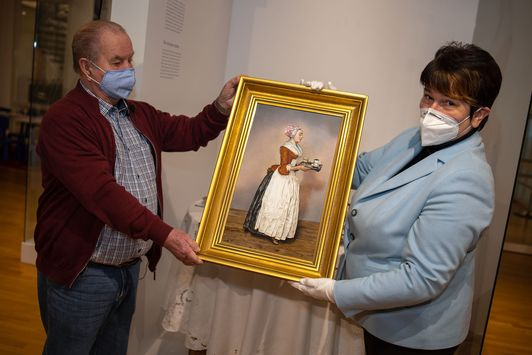 Moritz Hegy und Petra Werner bei der Bildübergabe Foto: Andreas Gießler, © Porzellanikon